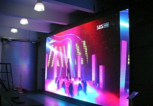 Большой led экран в помещении